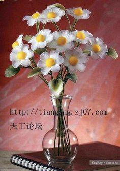 Flores feitas de arame e nylon, margaritas