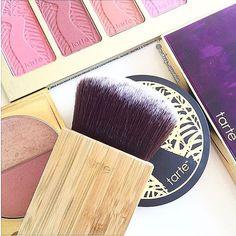 A wizard has a wand. A tartelette has a cheek and contour brush.   #newtartetools #beauty #makeup #tartelette #paletteplay #repost from @makeup_aquarian by tartecosmetics