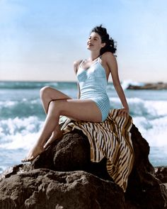 Ava Gardner pin up, circa Hollywood Icons, Old Hollywood Glamour, Golden Age Of Hollywood, Vintage Hollywood, Hollywood Stars, Hollywood Actresses, Classic Hollywood, Hollywood Beach, Ava Gardner