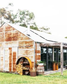 rustic home decor Rustic Shed, Le Hangar, Shed Homes, Modern Barn, Future House, Outdoor Living, House Plans, Backyard, Exterior