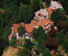 Hollywood Hills Kevin Costner's home is really big, which is cool but not unusual for a big celeb. What's nice is that he has all the surrounding trees as a natural cover.