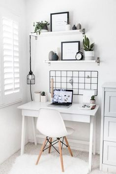 bohemian minimalist with urban outfiters bedroom ideas 15 Home Office Space, Home Office Design, Home Office Decor, Diy Home Decor, Office Ideas, Small Office Decor, Apartment Office, Office Setup, Apartment Living