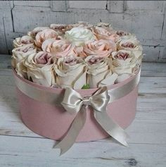 Flower Bouquet Boxes, Flower Box Gift, Beautiful Flower Arrangements, Floral Arrangements, Beautiful Flowers, Paper Flower Wall, Paper Flowers, Box Roses, Forever Flowers