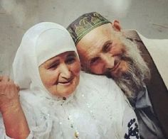 Image shared by Elderly Couples, Old Couples, Couples In Love, Old People Love, Old Love, Muslim Images, Muslim Couple Photography, Islam Marriage, Cute Muslim Couples