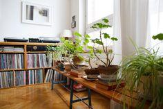Freunde von Freunden — Samira Kafala & Jake Noakes — vinyl storage