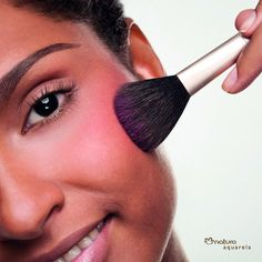 5 DICAS PARA MAQUIAGEM EM PELES NEGRAS http://superela.com/2014/08/01/5-dicas-para-maquiagem-em-peles-negras-2/