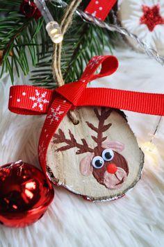 DIY decorațiuni pentru bradul de Crăciun E deja 1 Decembrie, se apropie Crăciunul, sărbătoarea mea preferată și dacă ar fi fost după mine aș fi aprins luminițele din oras cu două luni înainte, la fel și cu decoratul casei și cu împodobitu…