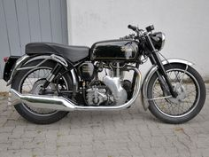1960 Velocette Venom, - another great single from the past. If only I had known how rare these would become, I would have bought a couple when they were available and not that expensive. Classic Bikes, Classic Motorcycle, British Motorcycles, Old Bikes, Vintage Bikes, Viper, Good Old, Ducati, Motorbikes