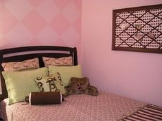 love the painted argyle wall!
