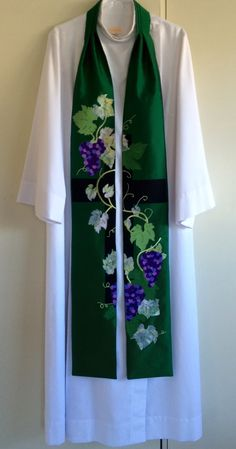 """Fruit of the vine. """"I am the vine, you are the branches."""" Great for ordinary time.  Silk fabric with batik and cotton appliqué and embroidery"""