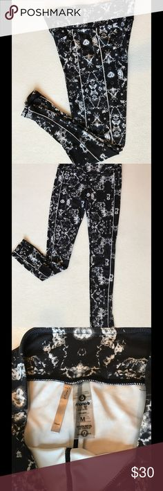 Black and white marble leggings Mono B Black and white print super pretty. Leggings go to the ankle. Perfect for working out or running errands. Pants Leggings