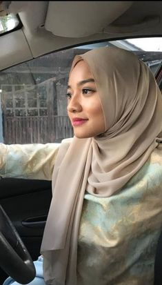 Muslim Girls, Muslim Women, Beautiful Hijab, Beautiful Asian Girls, Video Hijab, Military Women, Hijab Chic, Girl Hijab, Hijab Fashion