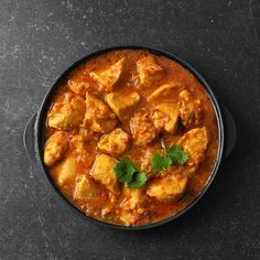 Anyone can make these scrumptious vegan curry recipes. These tasty meals are easy-to-make, nutritious and loaded with flavor.