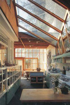 agujeros blancos — Frank Gehry's house