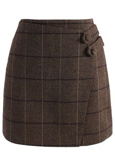 Yes, we're still madly in love with miniskirts this winter! Slip into this grid-printed skirt in a rich coffee brown. The asymmetrical flap gives the classic skirt a fun twist. Style with stockings, boots and your favorite sweater.  - Grid pattern - Buttons decorated front - Concealed back zip closure - Lined - 100% polyester - Hand wash  Size (cm) Length Waist  Hip XS       39     68   86 S ...
