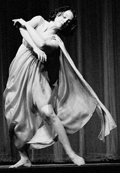 Isadora Duncan (May 27, 1877 — September 14, 1927) was inventor of the American modern dance,