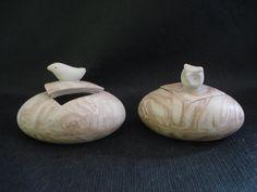 Potes Passarinho e Corujinha, em cerâmica (nerikomi) - R$ 45,00. Loja virtual: www.artbydarlene.elo7.com.br