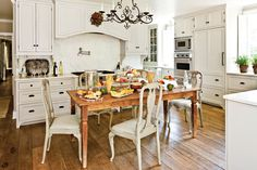 Crisp and Classic Kitchen Cabinet Ideas: Rustic & Pretty Cottage Kitchen