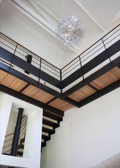 """Une réalisation d'Escaliers Décors® (www.ed-ei.fr) sur le site de l'Agence d'Architecture Archibald : Escalier 1/4 tournant intermédiaire avec passerelles type pont de bateau en """"L"""", un ensemble contemporain et design réalisé en acier et bois. www.archibald.fr/"""