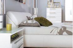 Una cabecera de almacenamiento tapizada | 33 cosas terriblemente ingeniosas que necesita tu pequeño apartamento