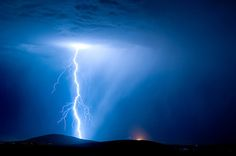 25 Electrifying Pictures of Lightning Photography - Digital Picture Zone Mother Earth, Mother Nature, Pictures Of Lightning, Lightning Photography, Thunder And Lightning, Lightning Storms, Lightning Bolt, Grey Clouds, Lightning Strikes