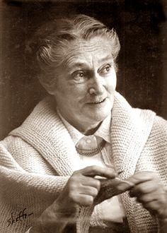 Elizabeth Zimmerman, knitting teacher, humorist