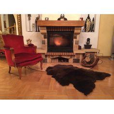Voilà qui fait chaud aux pieds ! Retrouvez nos magnifiques peaux d'agneau sur www.sheepandtales.com
