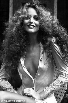 Amazing curly hair. Jerry Hall, Paris, 1970's