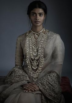 The Indian bride is synonymous with many things, and Indian bridal jewellery is certainly one of them! If you're gearing up for your wedding, check out these jewellery pieces for inspiration on what to buy! Indian Attire, Indian Wear, Indian Outfits, Indian Bridal Fashion, Indian Wedding Jewelry, Bridal Jewellery, Indian Jewelry, Indian Aesthetic, Sabyasachi Sarees