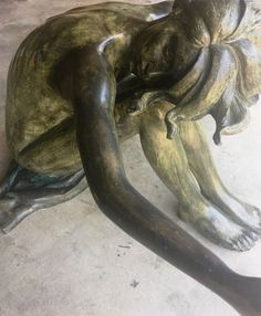 """Bronze Sculpture """" The Girl"""" Made in Italy Statue - Table"""