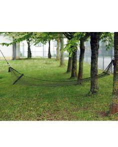 Hängematte mit Querstäben in Oliv - Diese #Hängematte aus starkem, robusten und doch leichtem Nylon ist ideal fürs #Bergsteigen oder #Zelten. Netz: 100% Nylon, Querstäbe: Holz, Maße: 180 x 80 cm, Gewicht: 730g. http://kurzurl.net/Haengematte-mit-Querstaeben-in-Oliv