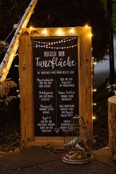 Hochzeitsschilder DIY: Regeln der Tanzfläche. Tolle Deko Idee mit Lichter für eure Party.