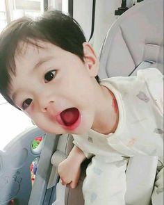 Cute Baby Boy, Cute Little Baby, Cute Little Things, Little Babies, Cute Kids, Baby Kids, Cute Asian Babies, Korean Babies, Breastfeeding Photos