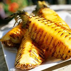 16 Vegetarian Foods to Grill This Summer Think beyond burgers and hot dogs. From peaches to pizza, here are 16 veggie-friendly foods that taste amazing when grilled. Plus: healthy grilling recipes for each food.