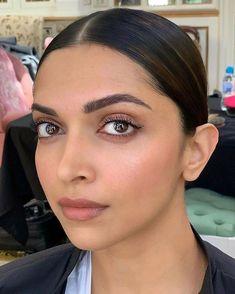Bollywood Makeup, Bollywood Actress, Deepika Padukone Makeup, Vogue Poses, Minimal Makeup Look, Dipika Padukone, Lace Dress Styles, Indian Makeup, Beauty Bar