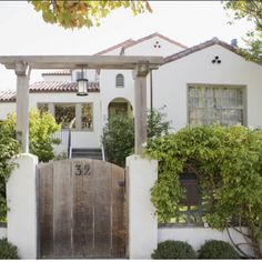 Dream home. 1920's mission style craftmans bungalow <3