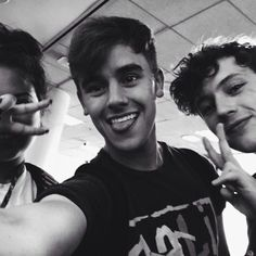 Tronnor with a fan in the airport!