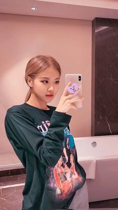 The Best New Most Famous And Popular Beautiful Blackpink Rose Wallpaper Collection By WaoFam. Kim Jennie, Foto Rose, Chica Cool, Mode Kpop, Lisa Blackpink Wallpaper, Black Wallpaper, Rose Icon, Rose Park, Black Pink Kpop
