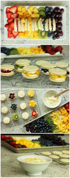 Rainbow Fruit + Sugar Cookie Sandwiches: Try with cookie chips! Rainbow Fruit Trays, Rainbow Food, Cute Food, Good Food, Yummy Food, Yummy Treats, Delicious Desserts, Cookie Sandwiches, Summer Desserts