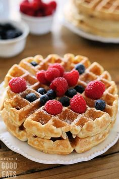 Use this Fluffy Waffle Recipe to make thick fluffy waffles without the hassle of beating egg whites! Make a double-batch and freeze for homemade waffles in minutes. - Waffle Maker - Ideas of Waffle Maker Waffle Mix Recipes, Waffle Toppings, Waffle Desserts, Fluffy Waffles, Pancakes And Waffles, Recipe For Waffles, Waffle Recipe For 2, Crêpe Recipe, Chocolate Cupcakes