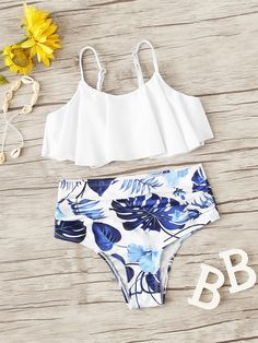 Product name: Girls Flounce Top With Ruched Bikini at SHEIN, Category: Girls Swimwear Source by Swimsuits For Tweens, Bathing Suits For Teens, Bikinis For Teens, Cute Bathing Suits, Cute Swimsuits, Cute Bikinis, Beach Swimsuits, Trendy Swimwear, Summer Outfit For Teen Girls