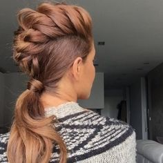 1. Tie the hair into a ponytail leaving the scalp section out. 2. Tease the scalp section. Spray some hair spray 3. Criss cross the top part. Not to tightly! 4. Tie the braid together with the ponytail @sarahangius Funky Mohawk Braid...Instagram photo | Websta (Webstagram)