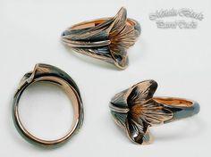 Miedziany pierścionek. Kuty, oksydowany na czarno i polerowany. #Paweł_Tucki #GrawerMet #jewelery