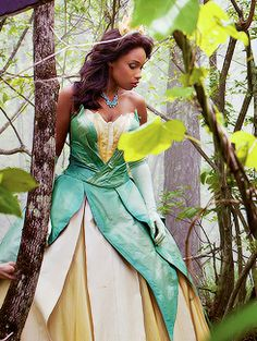 "Jennifer Hudson, as Princess Tiana, photographed by Annie Leibovitz for Disney Parks, ""Year of a Million Dreams"" Princess Tiana Costume, Princess Shot, Annie Leibovitz Photography, Jennifer Hudson, Maquillage Halloween, Disney Pictures, Disney Dream, Disney Magic, Best Cosplay"
