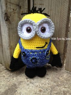 This is a pattern for the 2 eyed medium minion from Despicable Me.