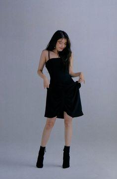 Kpop Outfits, Korean Outfits, Chic Outfits, Fashion Outfits, Fashion Poses, Kpop Fashion, Korean Fashion, Korean Beauty Girls, Korean Girl