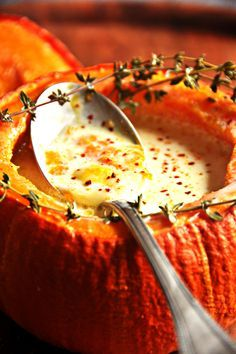 Small pumpkins with Comté - easy recipe - Nathalie& cooking - Nathalie& cooking - Small pumpkins with Comté – easy recipe – Nathalie& cooking – Nathalie& cooking - Vegetable Soup Healthy, Vegetable Recipes, Meat Recipes, Cooking Recipes, Yummy Healthy Snacks, Delicious Dinner Recipes, Yummy Food, Healthy Recipes, Evening Meals