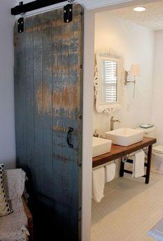 Créer une cloison coulissante avec une vieille porte