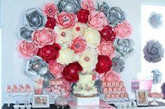 Mesa De Dulces Bautizo  Flores de papel  Color de Rosa