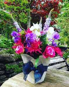 Another fabulous raffle prize for the 16th June. This beautiful flower arrangement has been donated by @nickicutlerflowers who does our wonderful window displays  #hairsalon #hairdressers #raffle #prizes #sherborne #dorset